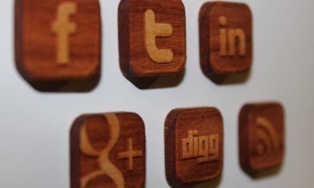 2 ways to link leaflet marketing with your social media